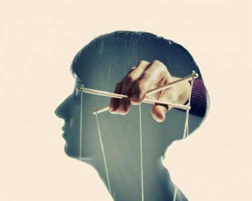 4 opvallende kenmerken van manipulatieve mensen