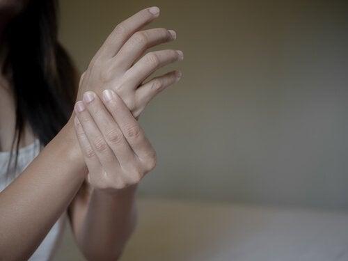 Het verband tussen reumatoïde artritis en negatieve emoties