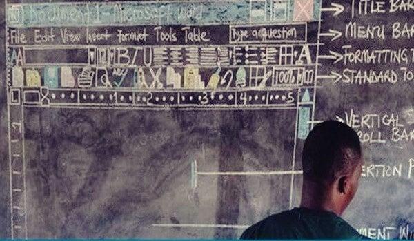 Ghanese leraar voor het schoolbord