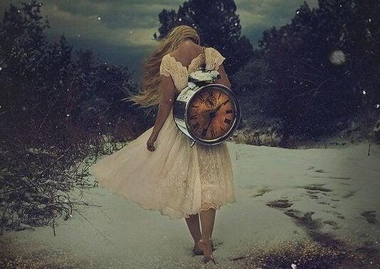 Meisje met klok