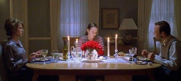 Familie in American Beauty aan tafel