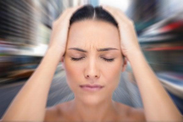 Vrouw ervaart duizeligheid als gevolg van angst