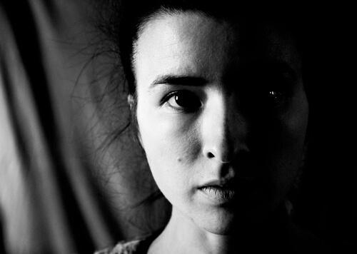 Vrouw met micro-expressie
