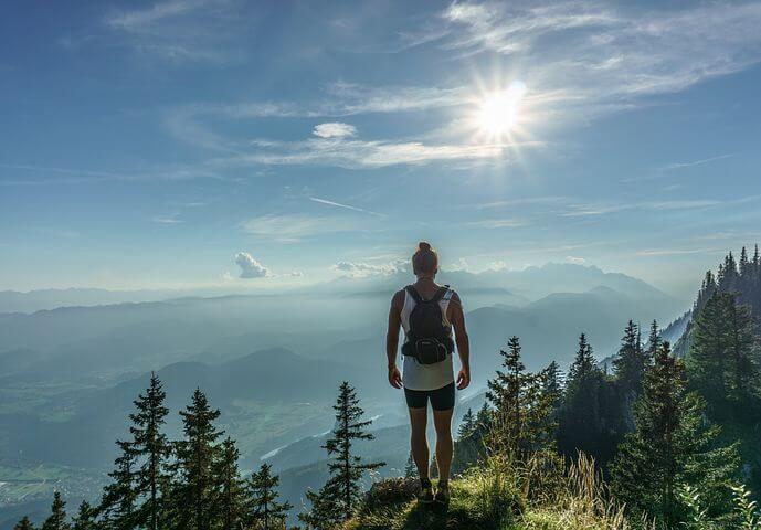 Vrouw op een berg