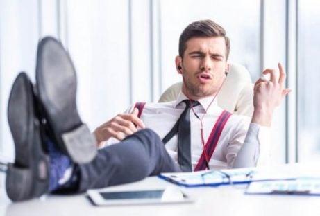 Hoe herken je narcisten op het werk