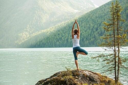 Jouw energie kanaliseren met 5 gemakkelijke yogahoudingen