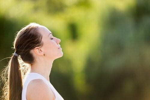 3 ademhalingsoefeningen om angst snel te verlichten