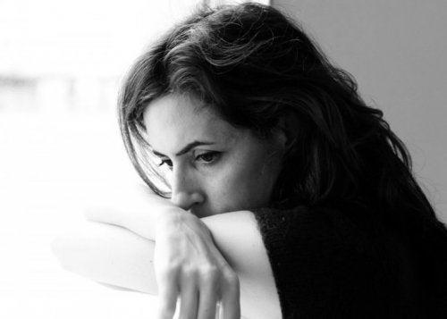 Vrouw is ontevreden over haar werk