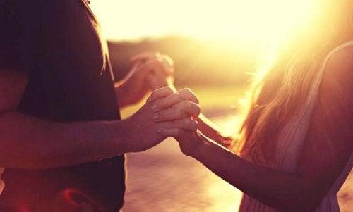 Tips om contact te maken met een introvert persoon