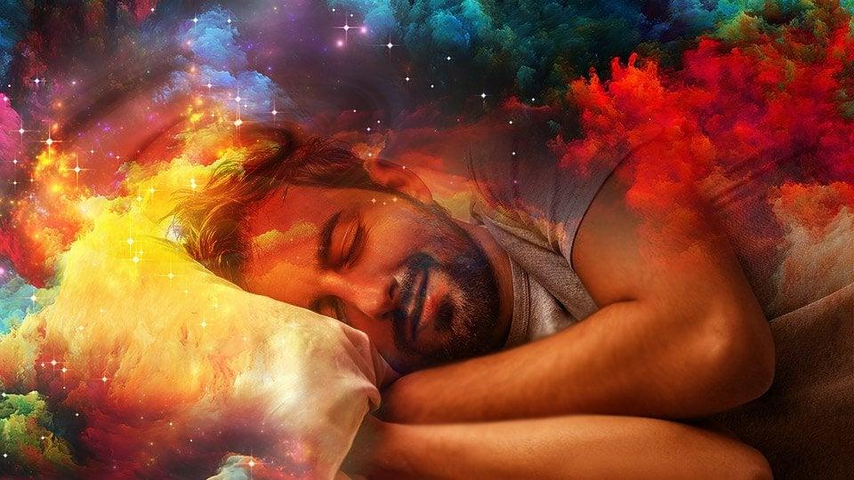 Slapende man die droomt