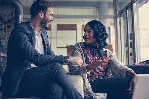 Hoe kan je de aandacht vasthouden van je gesprekspartner?