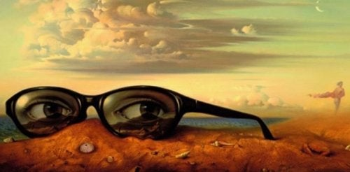 Ogen in de glazen van een bril