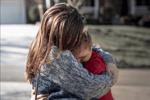 Kind bij zijn moeder