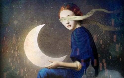 Geblinddoekt meisje houdt maan vast
