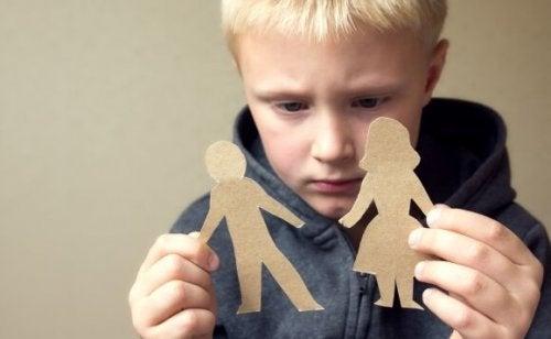 Ouders die schuld gebruiken bij het opvoeden van hun kinderen