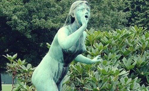 Standbeeld van de mythologische figuur Echo