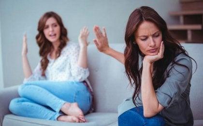 Twee vriendinnen hebben ruzie