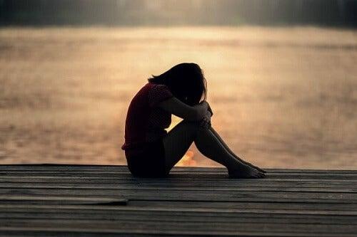 Wanneer de stilte van de eenzaamheid verdriet veroorzaakt