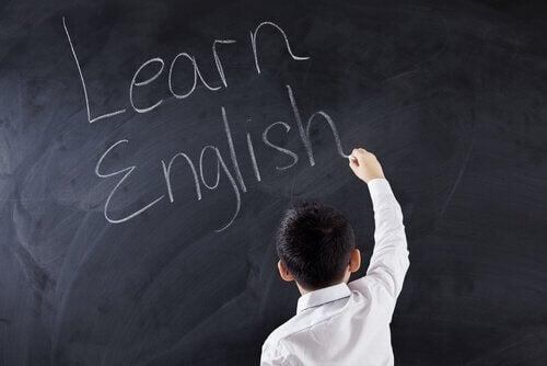 Kindje dat Engels leert