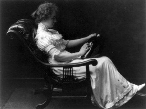 Helen Keller in een stoel