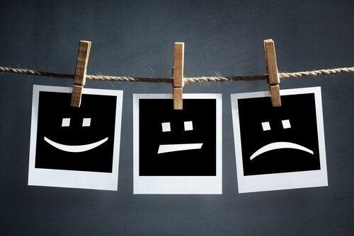 Drie verschillende smileys