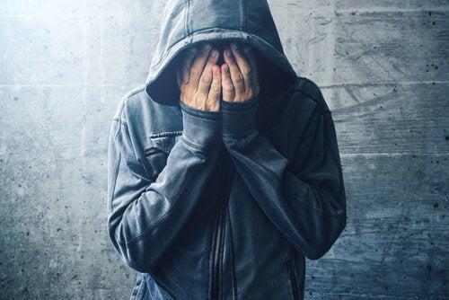 De zelfmedicatie-theorie voor drugsverslaving