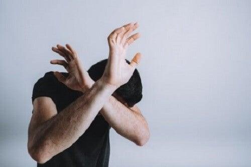 De houding en de lichaamstaal van de angst