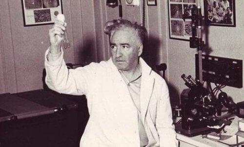 Wetenschapper in zijn laboratorium