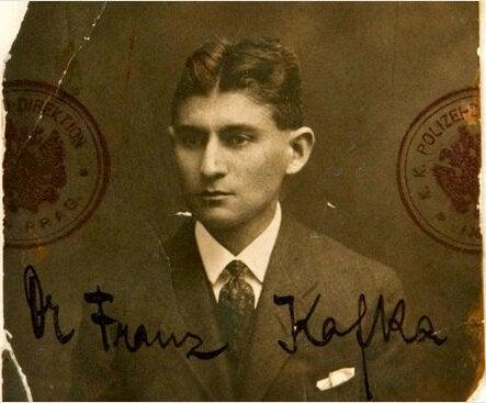 De handtekening van Franz Kafka op een foto