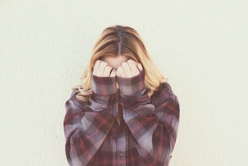 Schaamte, een beperkende emotie