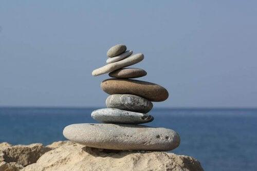 Op elkaar gestapelde stenen