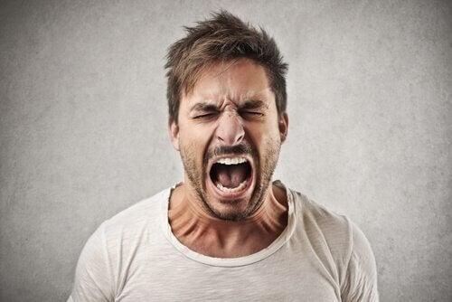 Man schreeuwt van woede