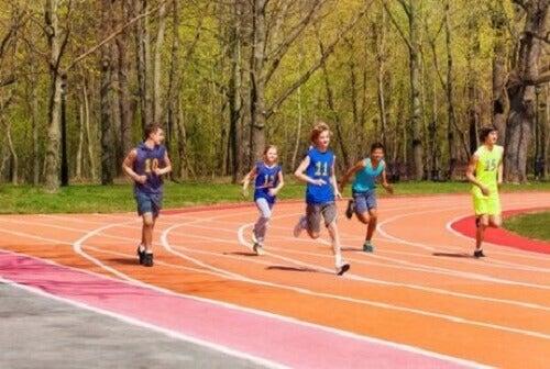 Kinderen leren te sporten