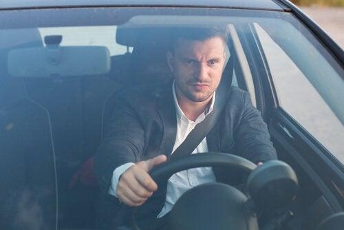 Boze man achter het stuur