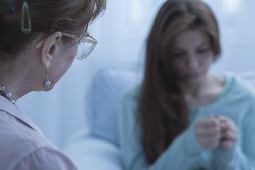 Arts met bezorgde patiënt