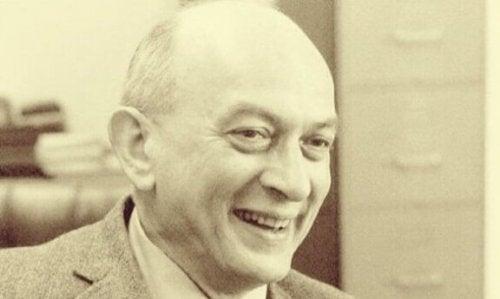 Solomon Asch: een pionier van de sociale psychologie
