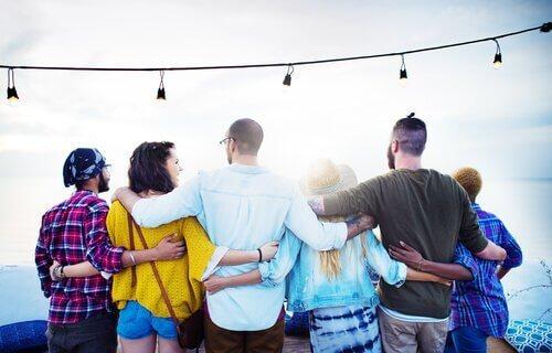 Mensen die genieten van elkaars gezelschap