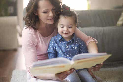 De voordelen van voorlezen aan kleine kinderen