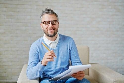 belang van een onderwijspsycholoog met een potlood in de hand