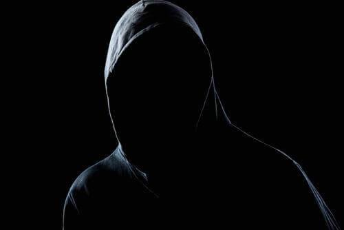 Hoe ontwikkelt de persoonlijkheid van een agressor zich?