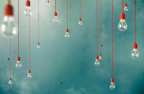 Ga problemen te lijf lampjes tegen een blauwe lucht