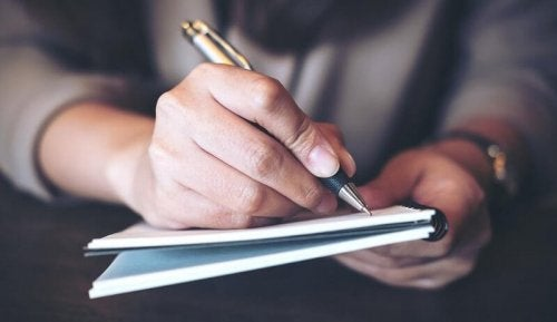 Man schrijft sollicitatiebrief