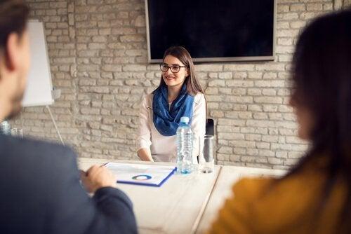 Vrouw tijdens een sollicitatiegesprek
