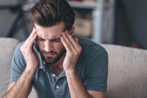 Man heeft last van hoofdpijn