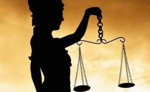 Vrouwe justitia met weegschaal