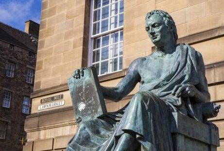 Standbeeld van Hume