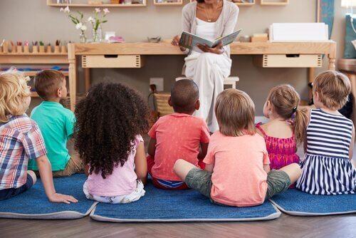 Maria Montessori de vrouw die het onderwijs veranderde