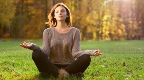 Vrouw tijdens meditatievakantie