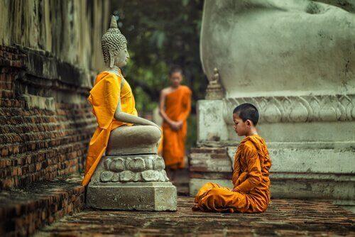 Monniken van een van de vier types Boeddhisme