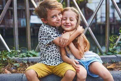 Een broer en zus